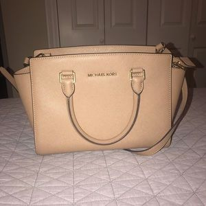 Medium tan satchel. Like new.